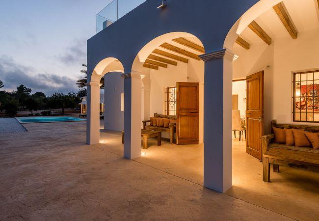 Villa in Sant Llorenç de Balafia - VILLA DIVINA 6 pax